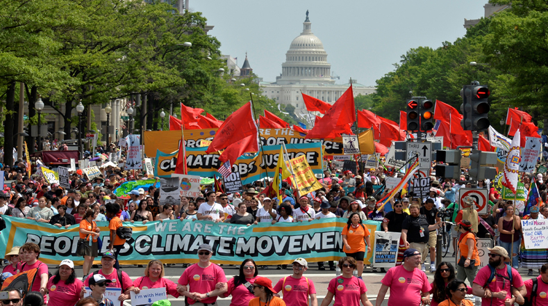 Multitudinaria marcha por el clima y contra Trump en Washington