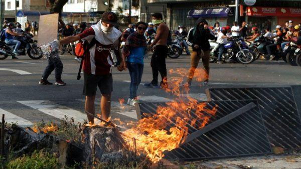 Cañizales es el fallecido número 34 desde el comienzo de las protestas violentas promovidas por la oposición venezolana.