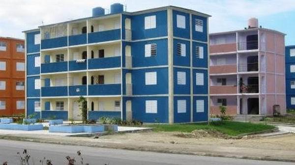 Cubanos agradecen a Rafael Correa contar con nuevas viviendas   Noticias    teleSUR