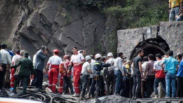 Operaciones de búsqueda y rescate tras la explosión de una mina en Azadshahr, en el noreste de Irán.