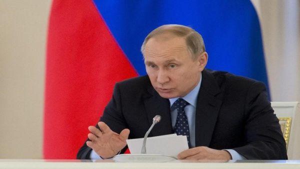 "Putin exhortó este lunes a Macron a ""superar la desconfianza mutua""."