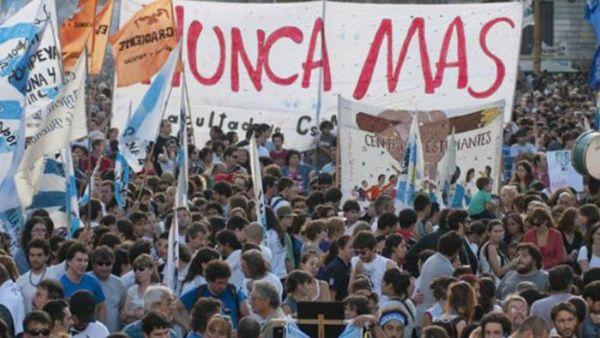 """""""La idea es que la marcha sea tan grande que no puedan otorgarle a ningún genocida más el 2x1"""", agregaron los organizadores."""