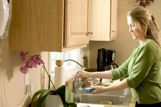 Mujeres dedican más de 14 horas a tareas del hogar