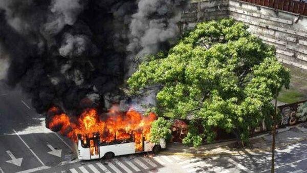 El conductor Leonardo Liconte fue secuestrado por siete encapuchados a la altura del Centro Comercial Sambil, de Chacao.