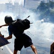 La oposición de Venezuela impulsa protestas violentas contra el Gobierno de Nicolás Maduro