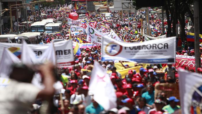 """Bajo el lema de """"la Paz, la Vida y la Constituyente"""" venezolanos marchan este lunes"""