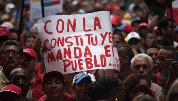 Venezolanos respaldan el proceso de establecimiento de Asamblea Nacional Constituyente.