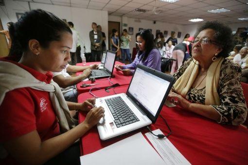 Venezolanos se inscriben para integrar la Asamblea Nacional Constituyente.