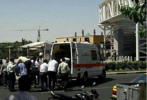 Suman 12 muertos y más de 40 heridos por atentados en Teherán