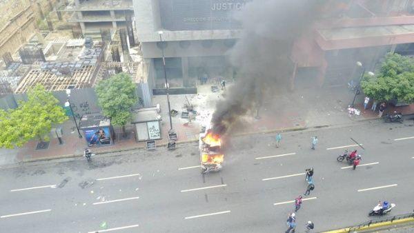 TSJ lamentó el intento de un grupo de ciudadanos de ingresar un camión en llamas a la sede del DEM.
