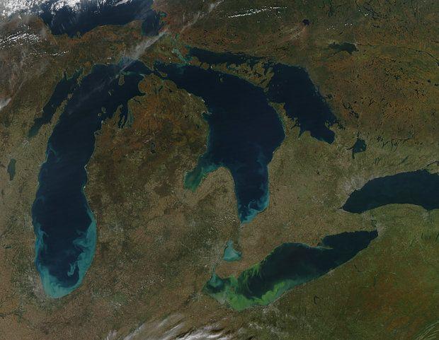 Las aguas de los Grandes Lagos suben a récords alarmantes
