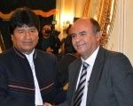 Bolivian President Evo Morales (L) and Defense Minister Reymi Ferreira (R) shake hands.