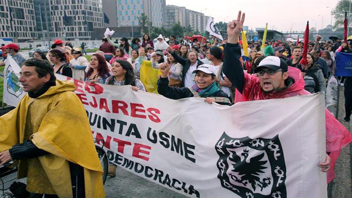 Docentes colombianos convocan a cacerolazo en el país