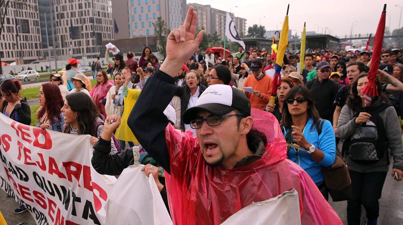El mayor sindicato de profesores del país convocó a docentes, estudiantes y padres de familia a marchar en las calles de ciudades, municipios y principales capitales.