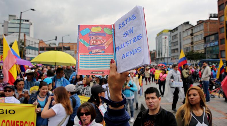 """""""No es solo un tema salarial, nosotros estamos exigiendo alimentación, transporte e infraestructura para los niños. Luchamos por la calidad en la educación para Colombia"""", dijo a medios locales el presidente de Fecode, Carlos Rivas."""