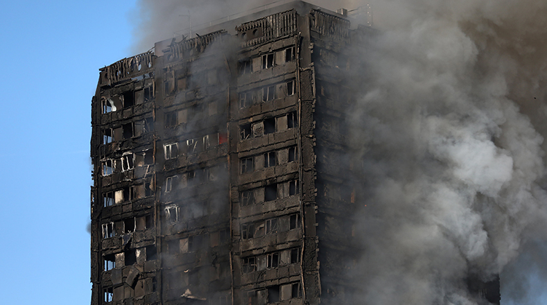 "El alcalde de Londres, Sadiq Khan, calificó de ""grave incidente"" el incendio."