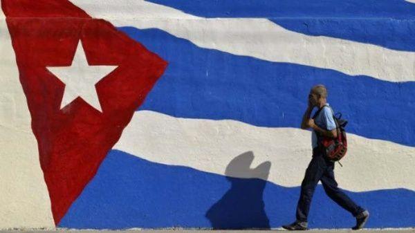 """La Cancillería cubana afirmó que las nuevas medidas nolograrán su """"propósito de debilitar a la Revolución ydoblegar al pueblo cubano""""."""