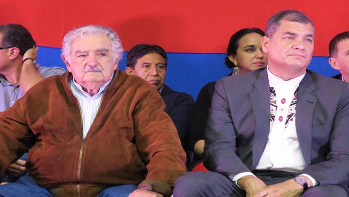 Mujica (i) y Correa estuvieron en el X Congreso del MPP en Montevideo.