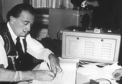 """Según la juez que emitió la orden, la decisión de exhumar el cuerpo de Dalí, """"es necesaria""""."""