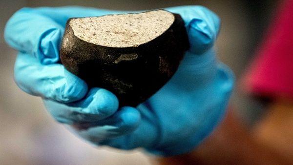 Descubren meteorito de cuatro mil 500 millones de años
