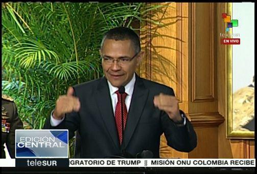 El ministro para la Comunicación e Información, Ernesto Villegas, anunció que se investiga el hecho.