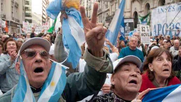 Resultado de imagen para paro en argentina suicidio dejubilado