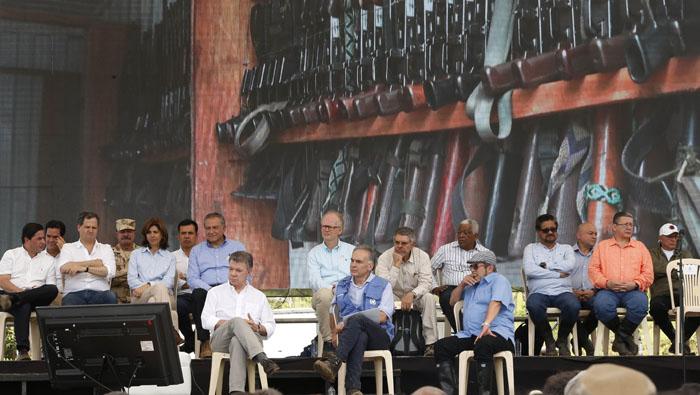 Santos dice que tienen unas 50.000 armas de las FARC-EP