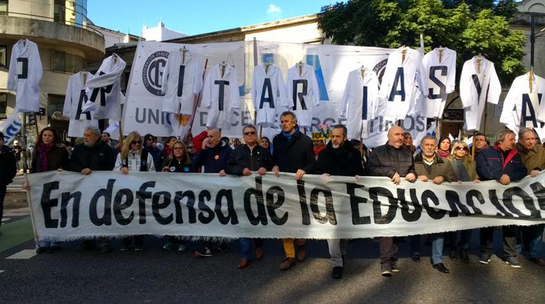 López afirma que el reclamo principal de los maestros es un aumento salarial en medio de unas negociaciones colectivas suspendidas por la falta de mejoras en la propuesta oficial.