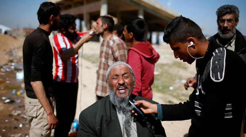 La vida y la esperanza han vuelto a Mosul, donde los habitantes salieron a las calles y expresaron su alegría tras el fin de la época de control terrorista y por el decreto de fiesta nacional por parte del Gobierno iraquí.