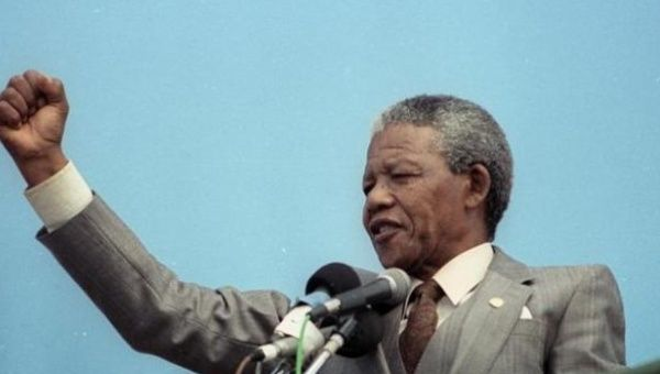 African National Congress (ANC) vice-president, Nelson Mandela, addresses a capacity crowd at a rally in Port Elizabeth in this April 1, 1990 file photo.