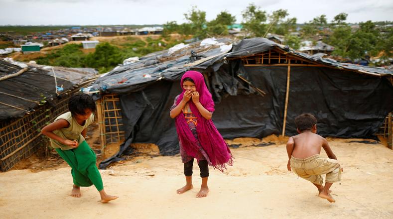 Bangladesh sigue siendo el único país que reiteradamente ha aceptado permitir refugiados rohingya dentro de sus fronteras. Los refugiados se alojan en campos temporales y sobreviven con la ayuda de donaciones de las autoridades y las personas del lugar. El Programa Mundial de Alimentación y otras ONG locales han ofrecido comida y ayuda médica de emergencia.