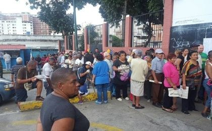 People in line Sunday morning for the Constituent Assembly dry run vote, July 16, 2017.