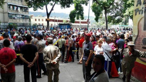 Para este ensayo el CNE de Venezuela habilitó dos mil máquinas, dispuestas en mil 942 mesas de 551 centros de votación.