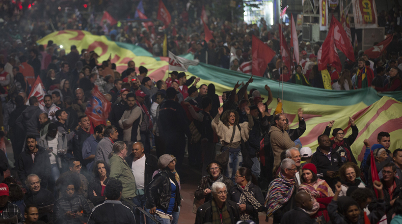 Las manifestaciones fueron convocadas por el Partido de los Trabajadores (PT) en cuya fundación participó el expresidente Lula en 1980, así como por sindicatos y movimientos sociales de corte progresista.