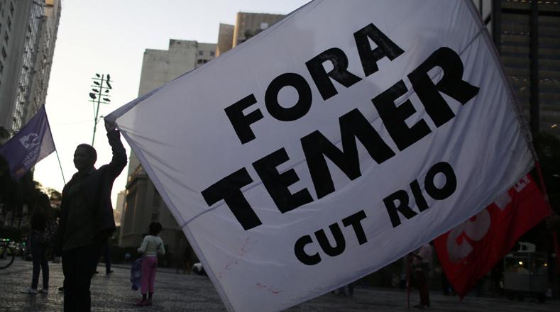 El Frente Popular de Brasil (FBP) convocó este jueves a la población brasileña a una gran movilización nacional en defensa de la figura del expresidente Luiz Inácio Lula da Silva así como también para protestar por la aprobación de la reforma laboral impulsada por el presidente de facto Michel Temer.