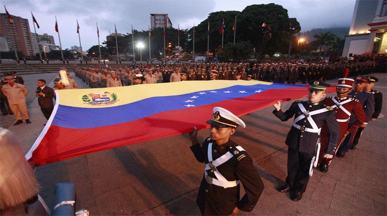 La izada de  la bandera venezolana en el Panteón Nacional fue a las seis de la mañana.