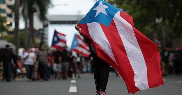 Los puertorriqueños reclamaron por la falta de acción del Gobierno de EE.UU. ante la devastación en la isla.