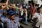 Campesinos march for the third consecutive week in Asuncion to demand the cancellation of their debts