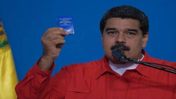 Maduro votó en el Liceo Miguel Antonio Caro en Caracas.