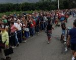 People line up to cross the Simon Bolivar international bridge into Colombia, in San Antonio del Tachira, Venezuela.
