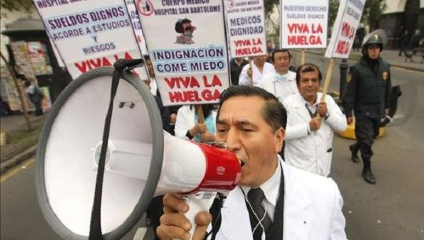 Peruvian doctors have organized several protests against the government to demand higher wages.