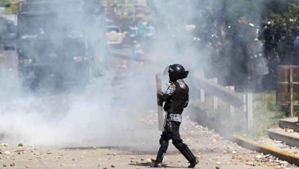 Police officers attacked again students on Wednesday with tear gas and water cannons