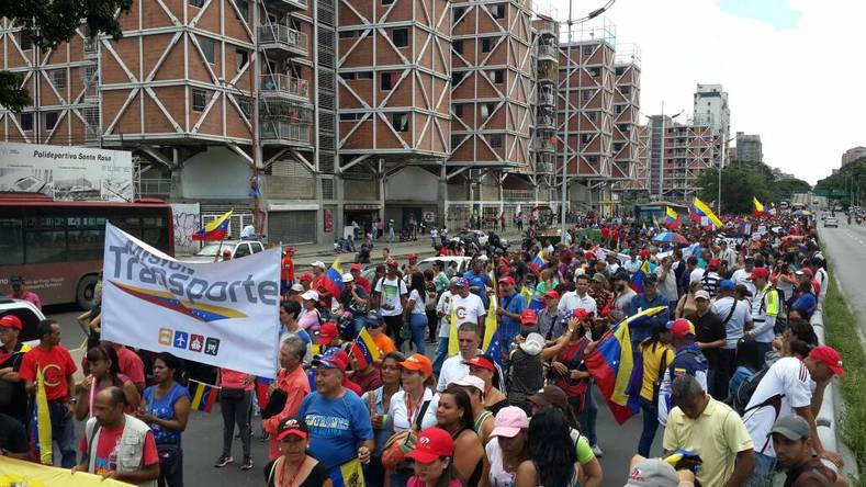 The crowds supporting the Constituent Assembly filled the streets surrounding the Legislative Palace