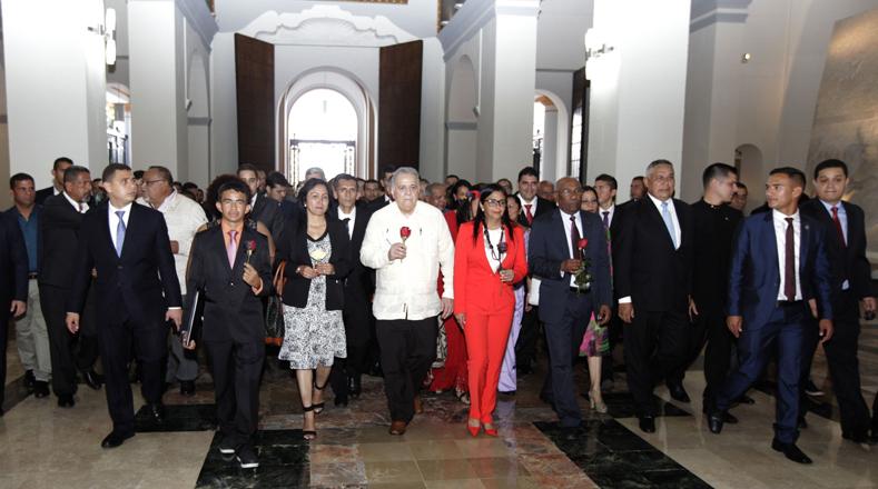 Luego se dirigieron al Panteón Nacional para dar una ofrenda a El Libertador Simón Bolívar.