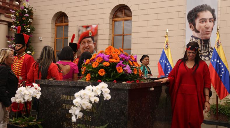 Los constituyentistas rindieron un sentido homenaje con flores y juraron lealtad al legado de Chávez.