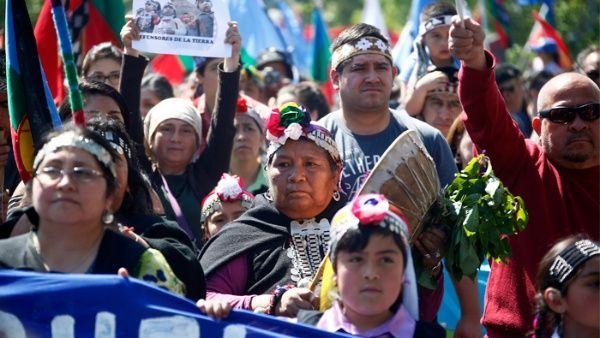 Los Mapuches luchan por sus tierras en Argentina y Chile Mapuches_10082017_efe_3.jpg_1718483347