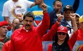 """El líder bolivarianoHugo Chávez en 1999 también realizó una """"resignación de los poderes presidenciales"""" ante la Asamblea Constituyente."""