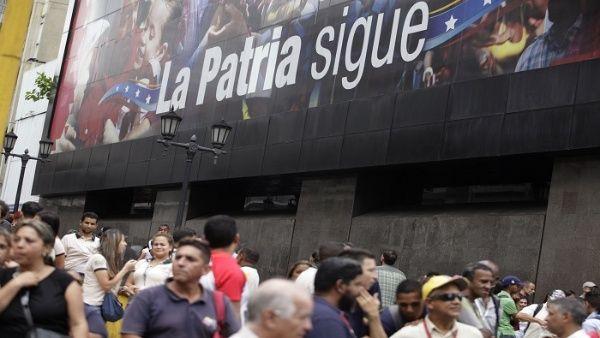 Los venezolanos rechazaron las amenazas de Trump con las etiquetas #TrumpHandsOffVenezuela y #TrumpRespetaAVenezuela.