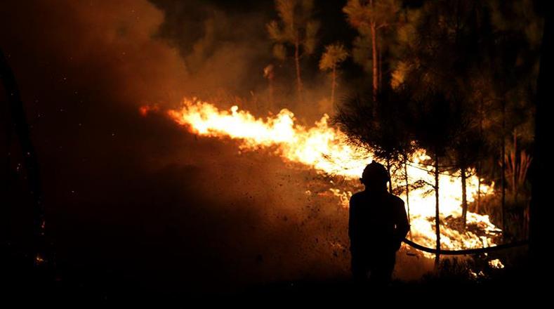 Debido al incendio que afecta la zona centro de Portugal las autoridades cerraron el transito en dos vías de las carreteras nacionales N-238 y N-348.