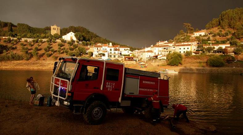 El incendio desatado en Vila de Rei inicio este domingo desde las 19H45 hora local (18H45 GMT).